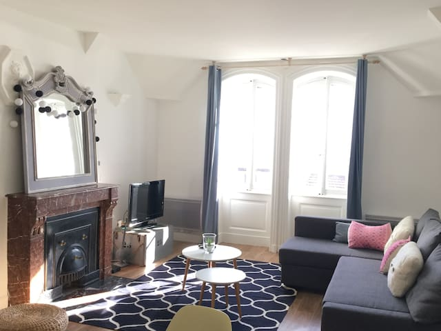 Lyon Confluence, bel appartement lumineux