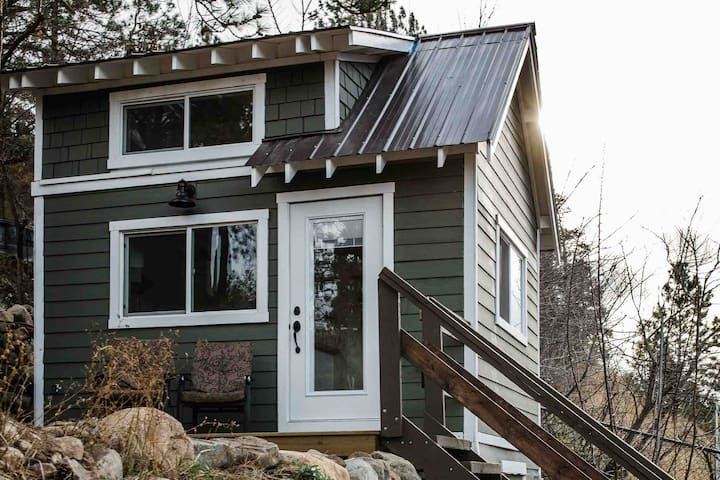 New tiny house in the forest near downtown Lytton