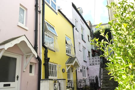 Jasmine Cottage, just 42 steps from the harbour - Brixham