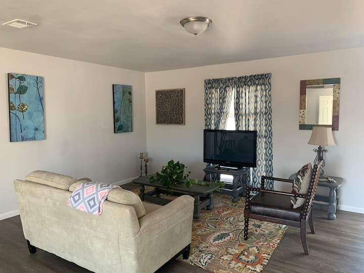 Midland getaway - Renovated 2 BR house