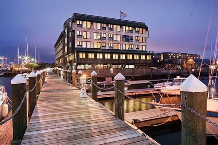 Inn on Long Wharf- 1 bedroom sleeps 4