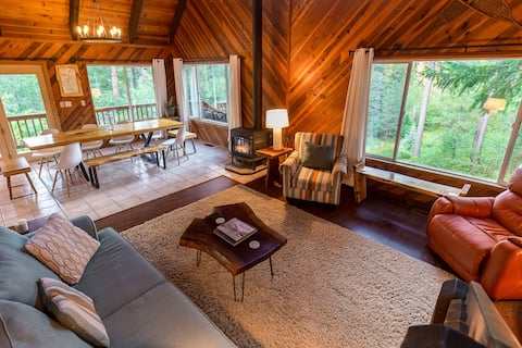 Mountaintop Hideaway Retreat Sleeps 2-15!