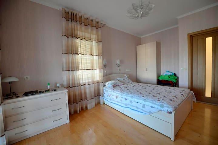 Комфортная комната  для двоих Бугаз - Karolino-Buhaz - Apartemen