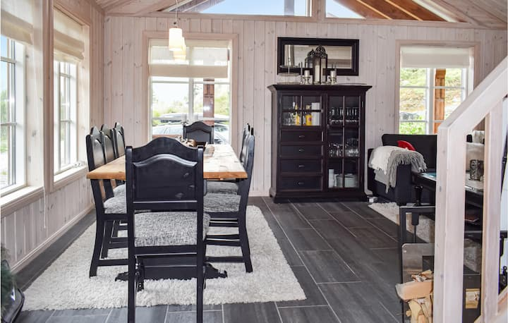 Stunning home in Rjukan with WiFi and 4 Bedrooms