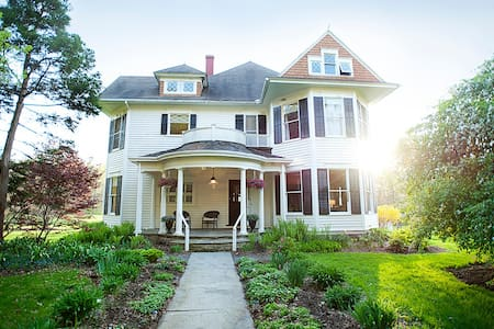 Boutique Inn - only 10 minutes from Ithaca - Newfield