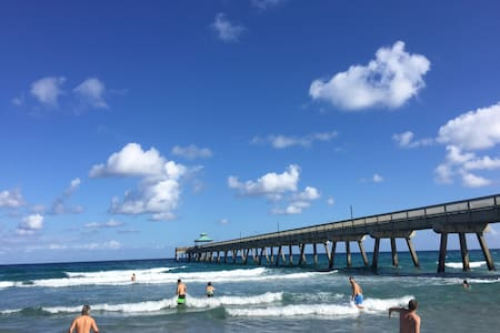 Modern Beach Condo - 2Br/2Ba - 0.2 miles to ocean - Deerfield Beach