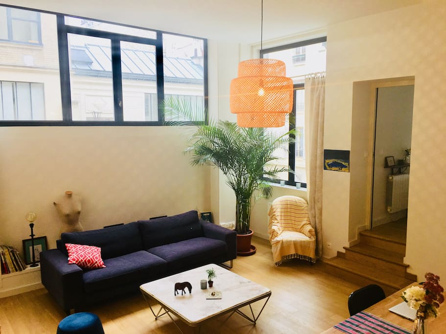 Cosy & bright living-room with large windows