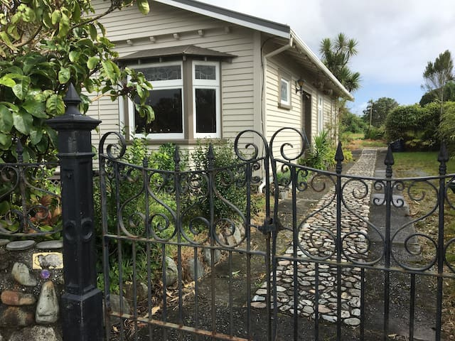 Home on the beach in the heart of Hokitika