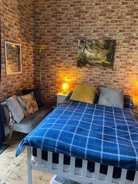 Welcoming double room with en-suite, kitchenette