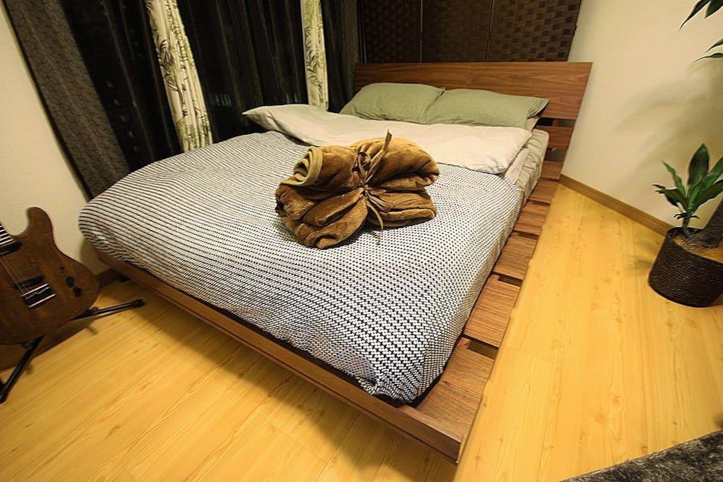 広々 ダブルベッド