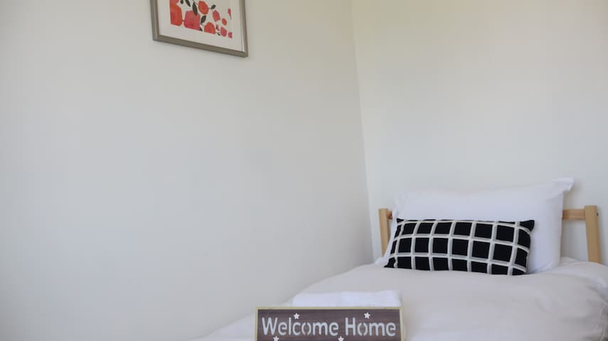 London Heathrow Airport Rooms T.G. 3 by C&P