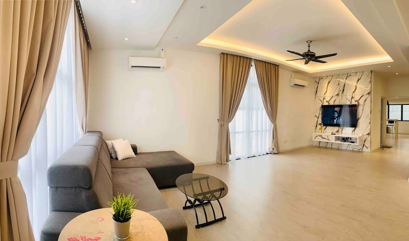 5min to Queensbay@4000sft spacious home's 4BR 舒适之家