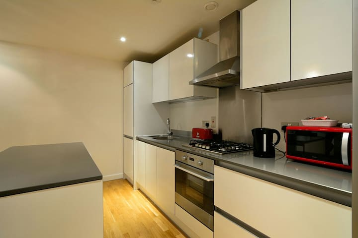 City Centre 2 bed Apartment  With Parking Balcony - Reading - Apartemen