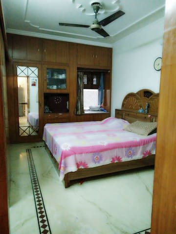 A Nice Apartment for 4 in the heart of Rohini - New Delhi - Appartement