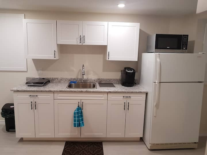 New downtown lower apartment