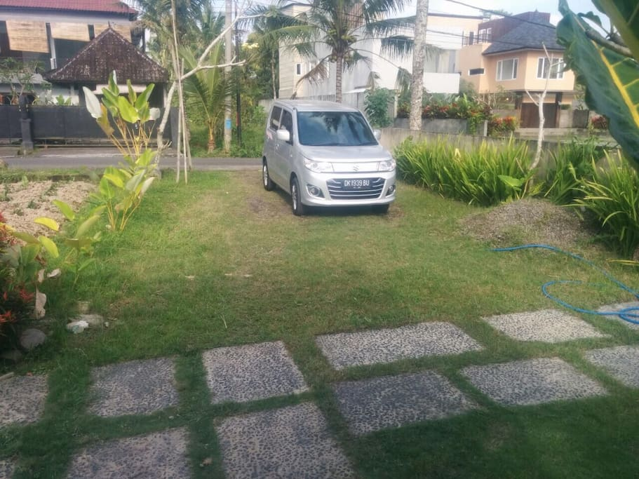 The front garden. We also provide airport transfer, more efficient and safe.