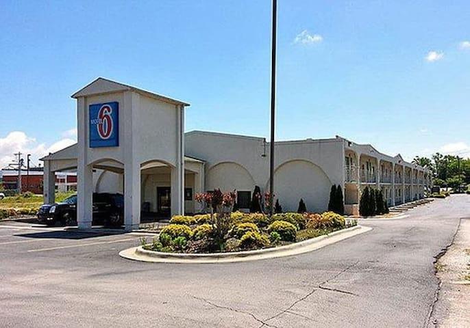 Motel 6 Decatur/Madison AL