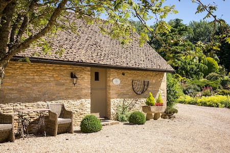 Cotswold Cottage - Great Rissington - House