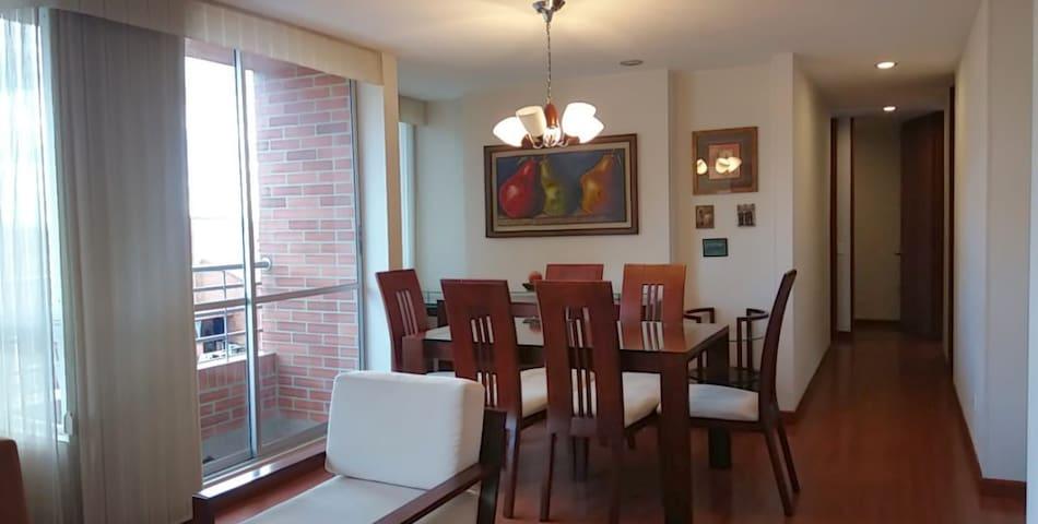Dining room area, balcony.   Comedor y salida al balcon.