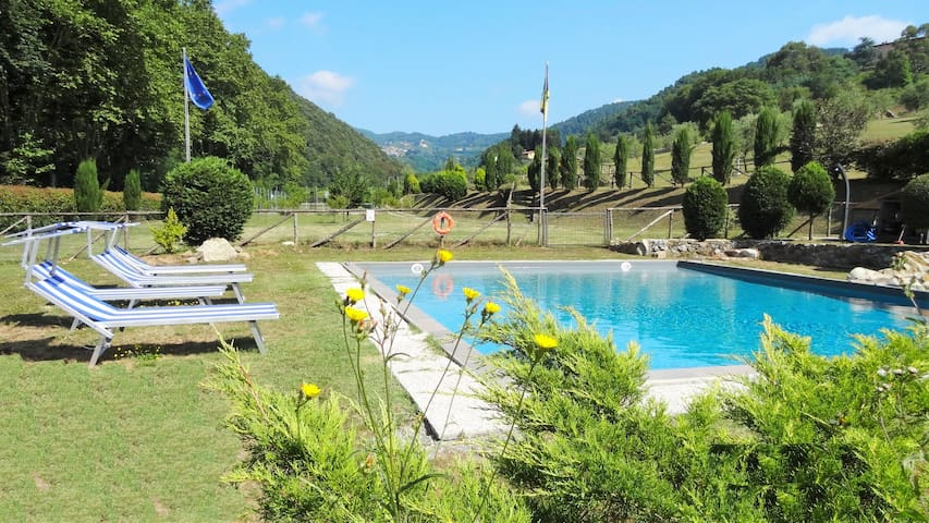 Mistica house, Lucca hills -Toscana private pool - San Martino In Freddana-monsagr - บ้าน
