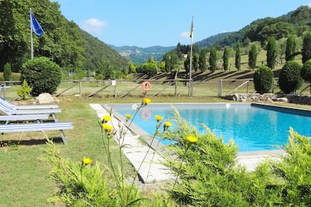 Mistica house, Lucca hills -Toscana private pool - San Martino In Freddana-monsagr - Hus