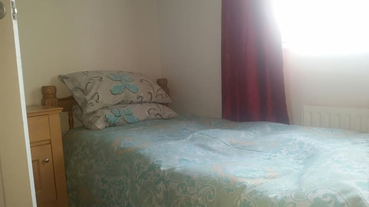 Room close to Central London - Wi-Fi and TV inc.
