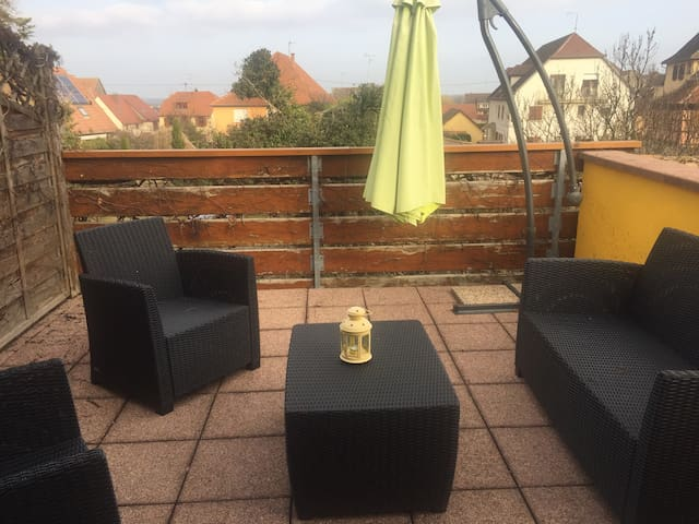 MARGUERITE-Apartment-Traditionell-Nasszelle-Poolblick
