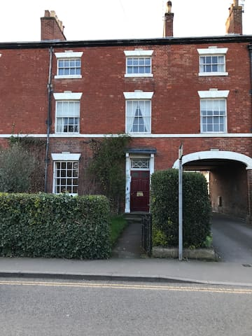 Luxury 2 Bed Apartment Central Location sleeps 6