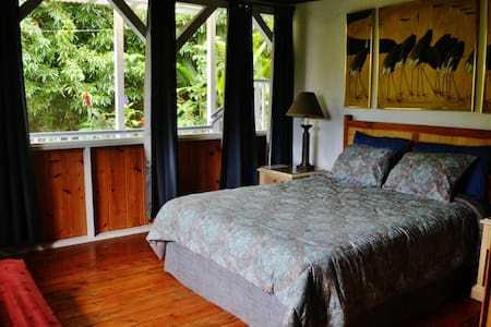 Cabin Guest Room - Kona Coffee Farm - Captain Cook