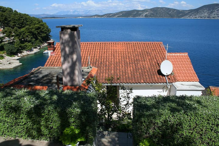 Studio flat near beach Račišće, Korčula (AS-4360-b)