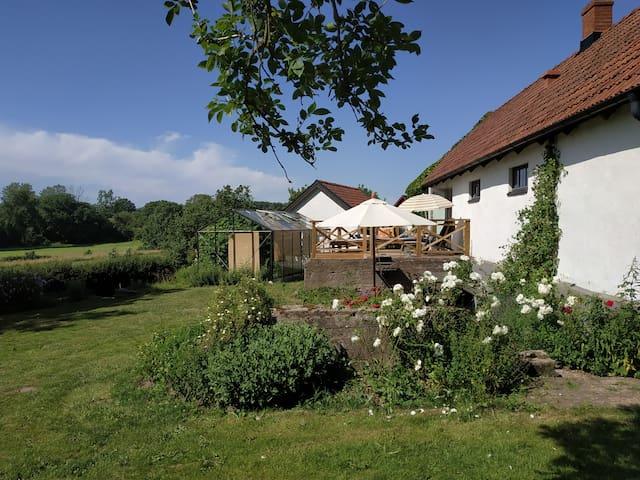 Alnabjär Gästhus vid Gårdlösa vandringsled.