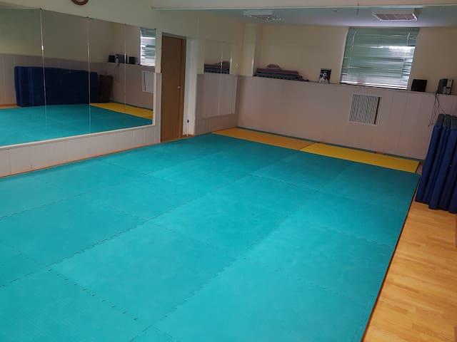 Комната для болельщика спорт зал включен