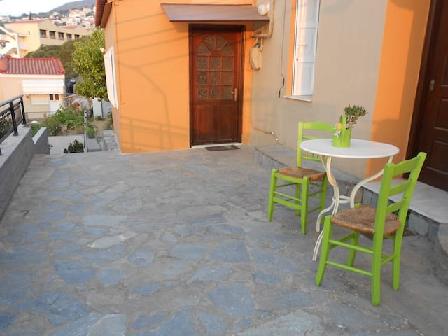 Traditional House in Samos Vathi -  City Centrum. - Samos - Huis