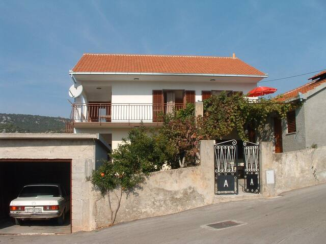 Apartment Ivo A1 Vinisce, Riviera Trogir