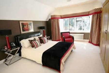 Large Ensuite Double Bedroom In Stunning Mansion - Hoddesdon - 단독주택
