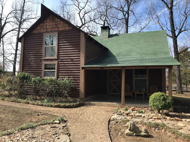 The Hidden Cabin close to Norfork lake and dining!