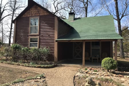 The Hidden Cabin close to Norfork lake and dining