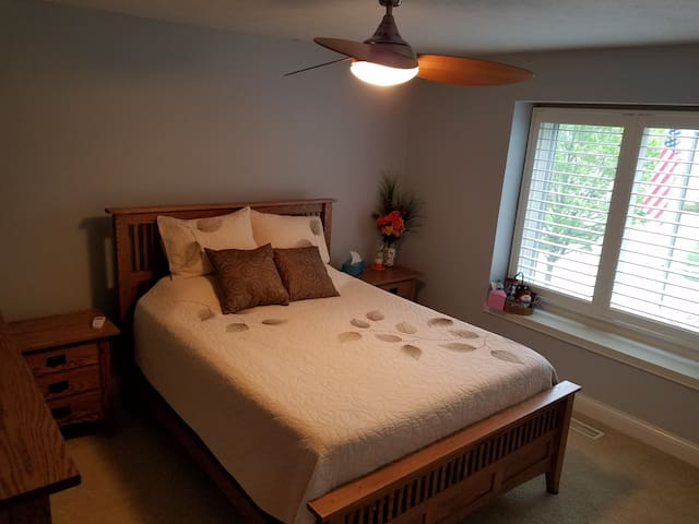 Geist area, 1BR, private bath, and pool. - Fishers - Casa