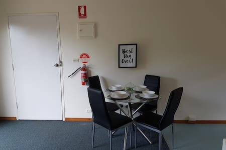 Self contained 2 bedroom apartment - Geelong - Daire