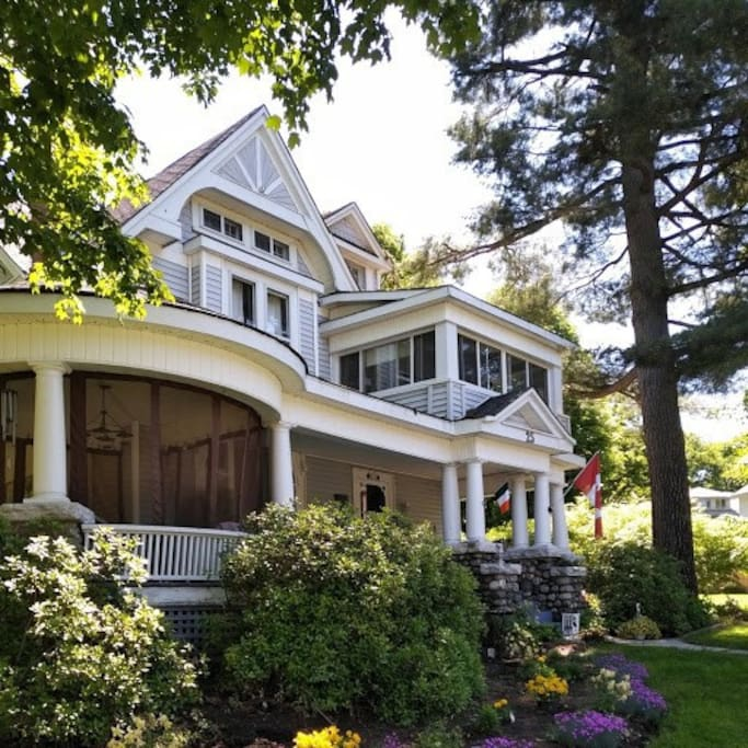Mrs. T.'s BnB was built in 1880. It has wood floors and original stain-glass windows and staircase.  Walk to beaches and downtown. Three bedrooms available.