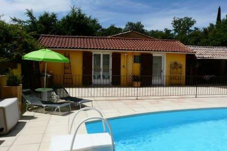 Casa amarilla - Sainte-Anastasie-sur-Issole - Haus