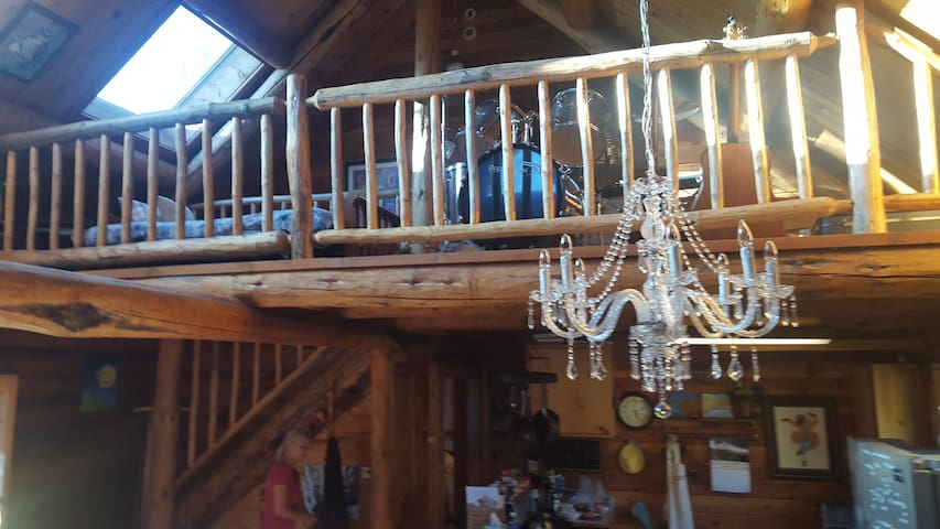 Modern, classy meets mountain rustic at this cabin!  charming, eclectic, beautiful, rustic, luxury... all in one?  yes!