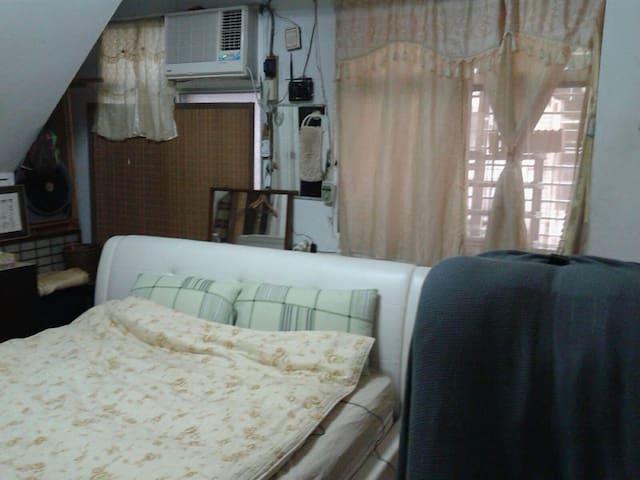 Queen size bed 1.95M 加大雙人床獨立房間