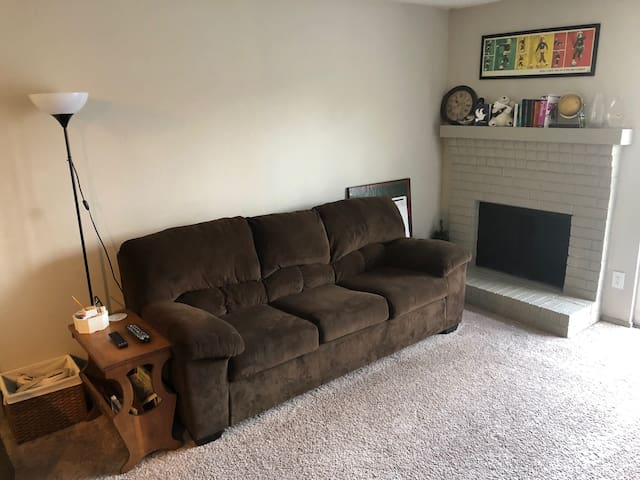 Modern Apartment, Minutes from Downtown