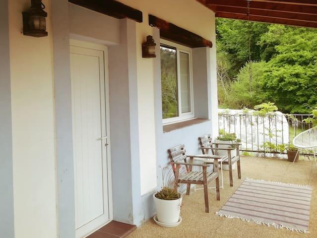 Pequeño apartament rural entre el mar y la montaña