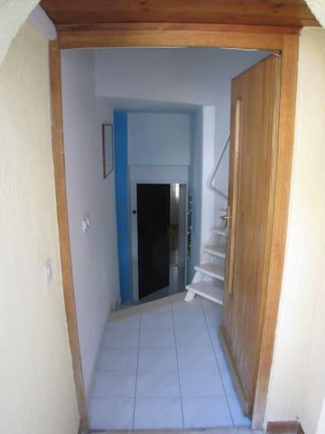 Additional Entryway