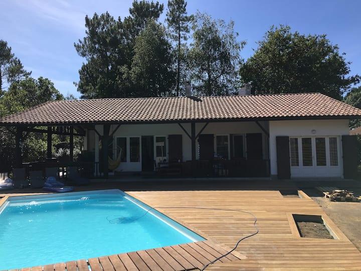 Villa landaise de charme avec piscine chauffée