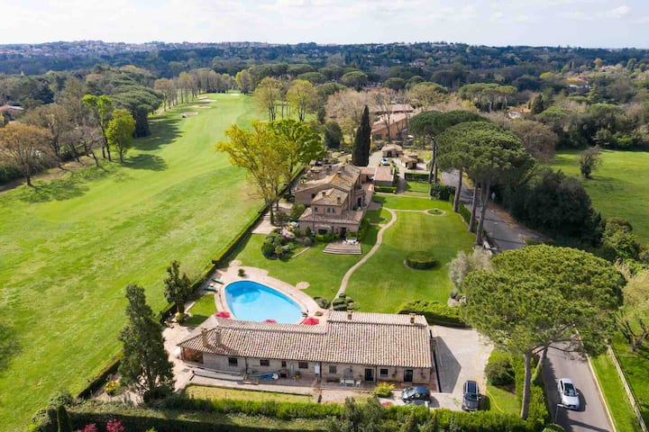 Villa & Pool on the Olgiata Golf , Rome