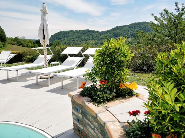 Chardonnay's Home & pool, perfect for family
