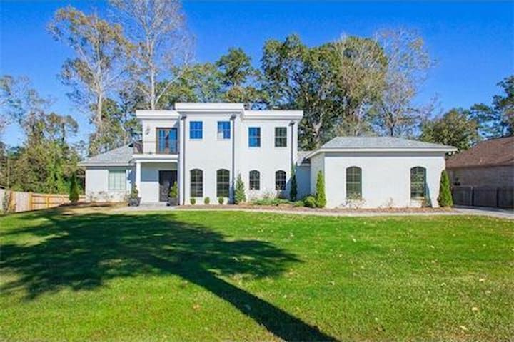 Madisonville Manor